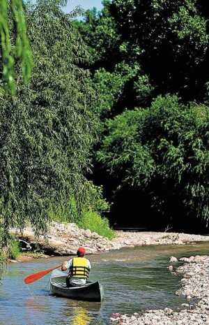 """Homebuilders have lost another bid to stop federal agencies from designating two stretches of the Santa Cruz River as """"navigable."""" / Dean Knuth?Arizona Daily Star"""
