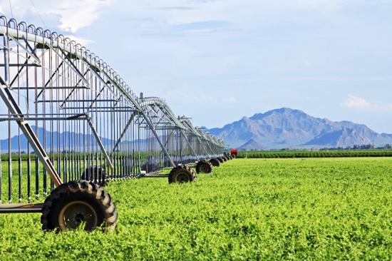 Arizona_agriculture_field_irrigation_equipment_0