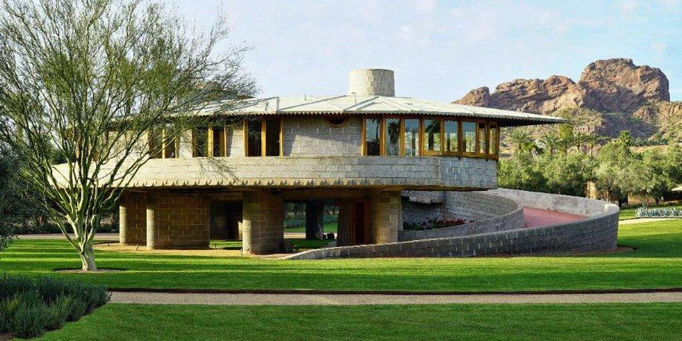 embattled frank lloyd wright house listed for 39 as. Black Bedroom Furniture Sets. Home Design Ideas